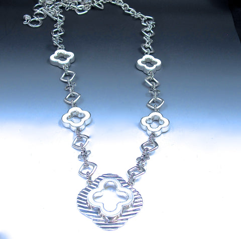 Astrid long necklace with white quatrefoil