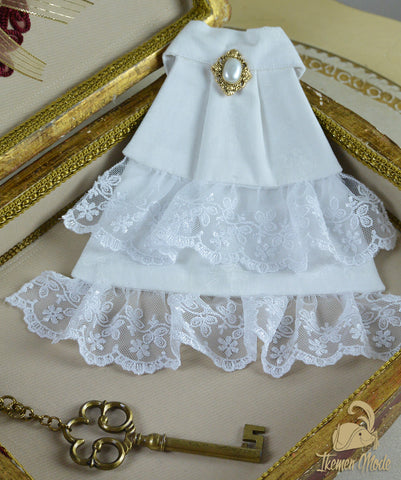 The Menuet Jabot - White