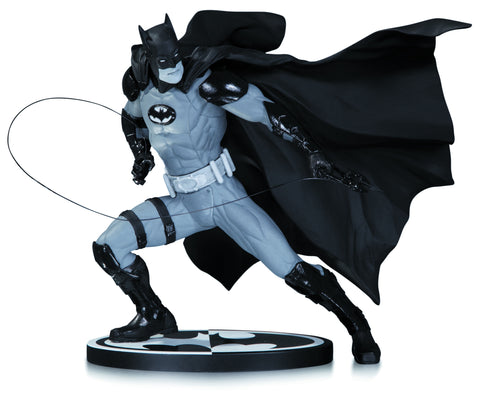 Batman - Black & White Batman Statue by Ivan Reis
