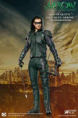Arrow - Oliver Queen Green Arrow Deluxe 1:8 Scale Action Figure - Pre-Order