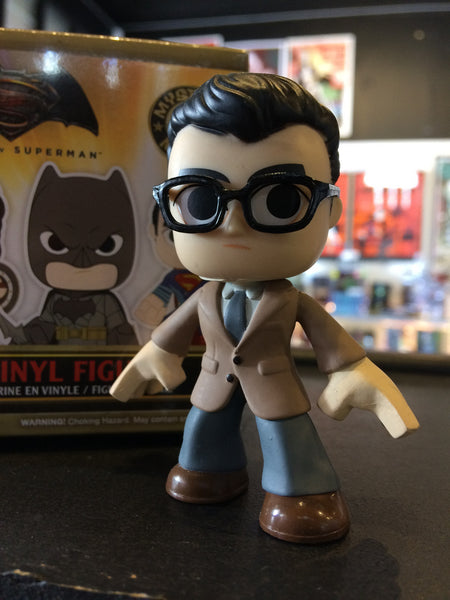 Batman vs Superman - Loose Mystery Mini Figure: Clark Kent (1:12)