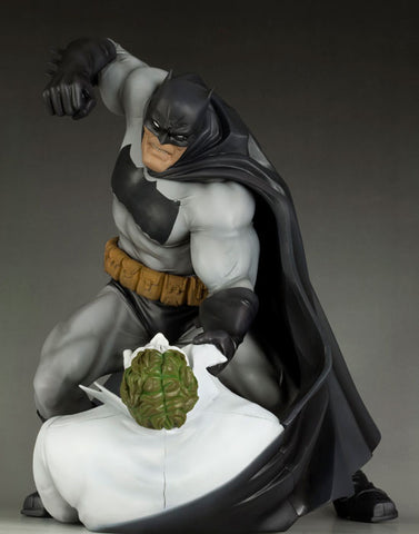 Batman: The Dark Knight Returns -  Hunt The Dark Knight ARTFX Statue - Pre-Order