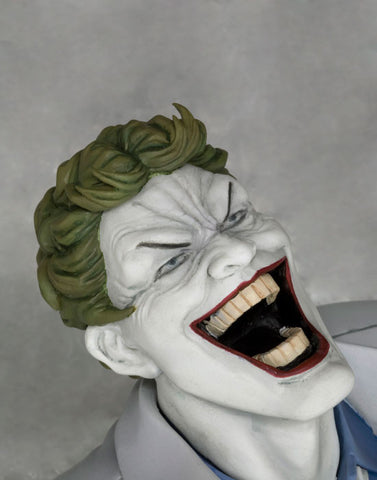Batman: The Dark Knight Returns -  Hunt The Dark Knight ARTFX Statue