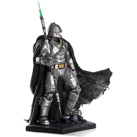 Batman v Superman - Batman Armored Battle Damaged 1:10 Scale Statue