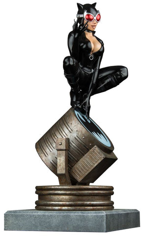 Batman - Catwoman on Light-Up Bat-Signal Limited Edition Statue - Pre-Order