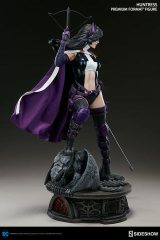 Batman - Huntress Premium Format 1:4 Scale Statue
