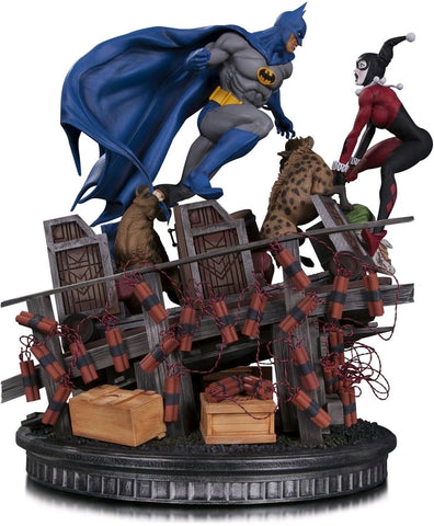 Batman - Batman vs Harley Quinn Battle Statue - Pre-Order