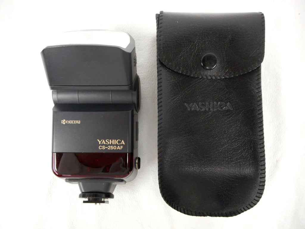 Yashica Camera Flash with Original Pouch Model CS-250AF Kyocera Japan