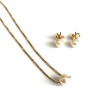 Minimalist Pearl and Necklace Set