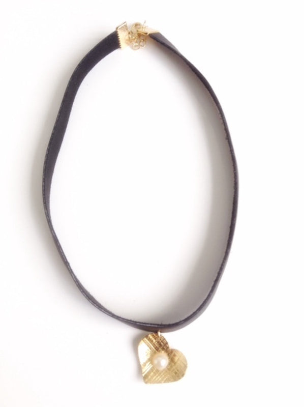 pearl chocker leather