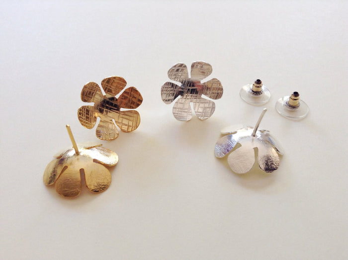 Gold post flower earrings, silver post flower earrings, Daisy Earrings, Gold stud Earrings, Flower Earrings, Silver stud flower earrings