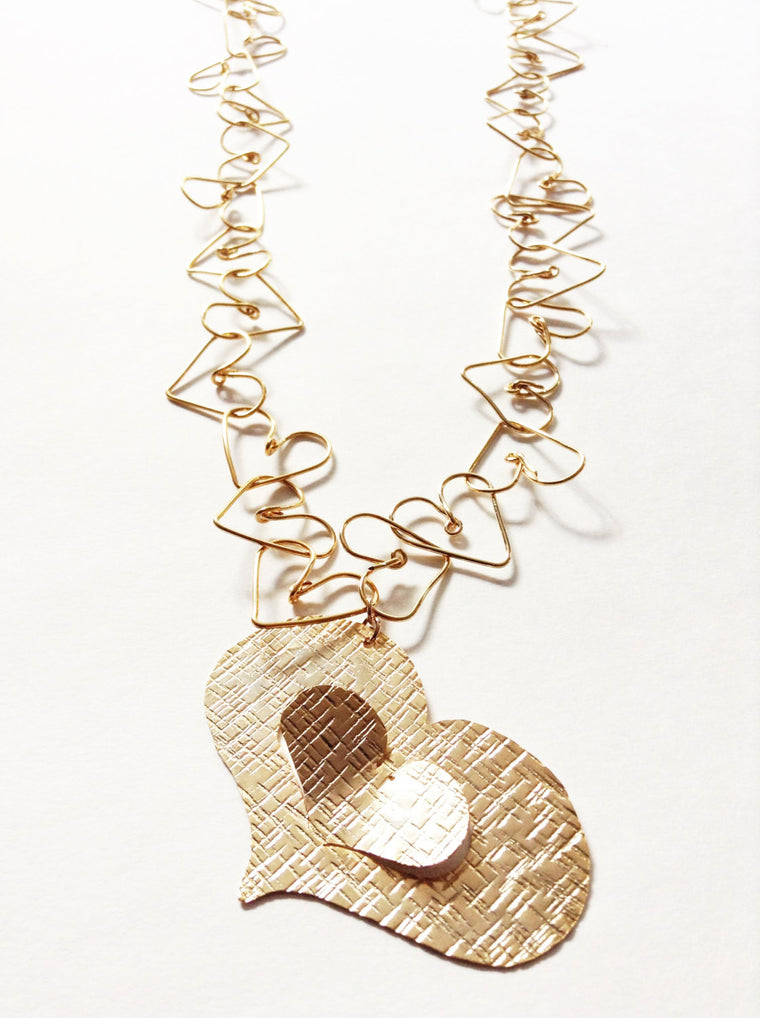 Big Heart pendant gold long necklace - Wire wrapped handmade heart chain - Dije calado a mano