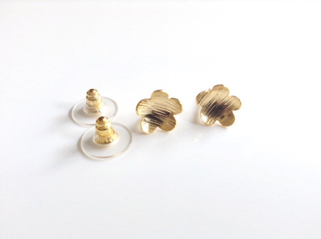 Stud flower Earrings, Goldsmith post flower earrings, Gold stud Earrings, Delicate hand hammered Flower Earrings Dainty wedding earrings