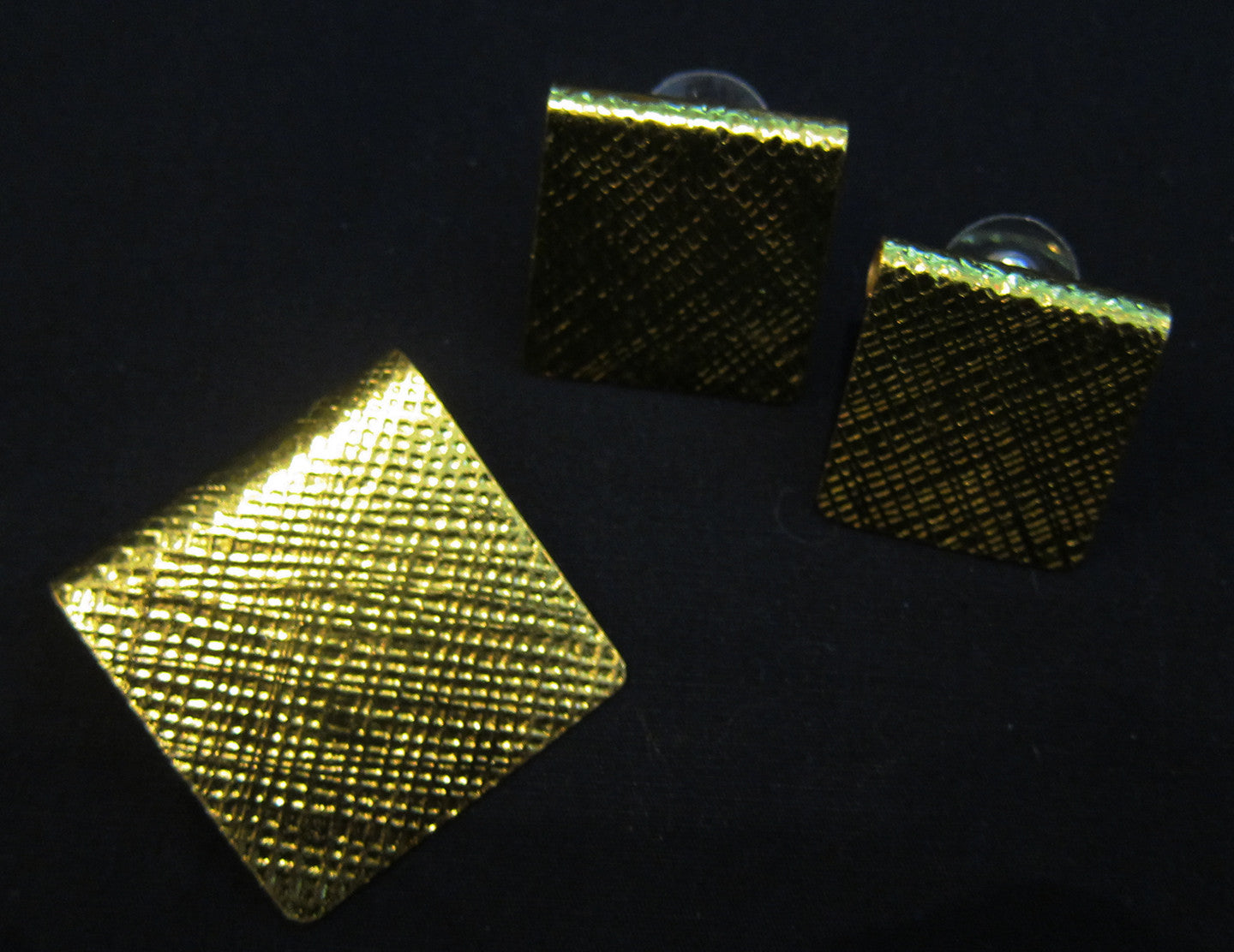 Gold plated square pendant & stud set