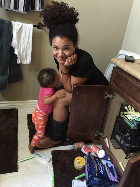 Mother Elisha Wilson Beach breastfeeding baby on toilet Instagram contraversy #momtruth