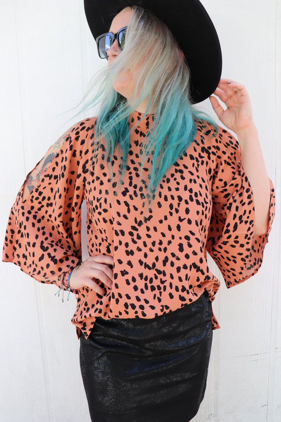 Conway Cold Shoulder Top [Salmon Leopard]