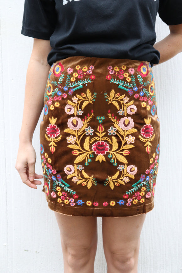Muleshoe Velvet Embroidered Mini Skirt [Tan]