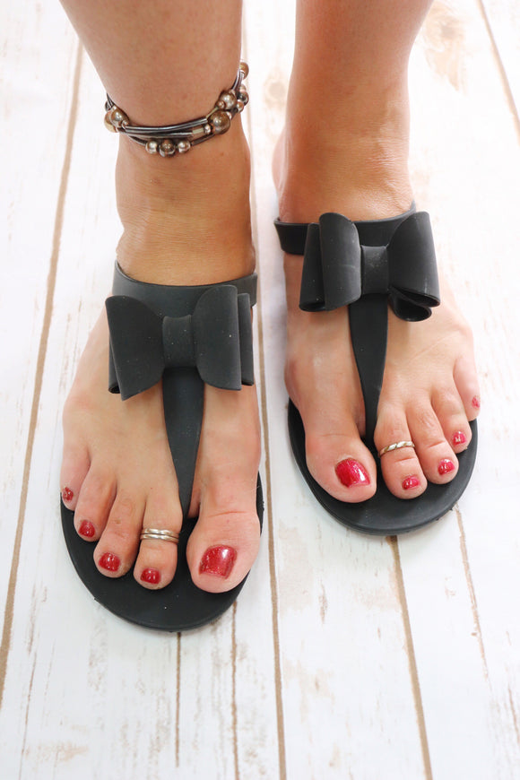 Rubber Bow Black Sandals