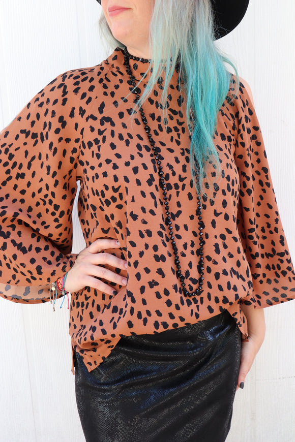 Conway Cold Shoulder Top [Brown Leopard]