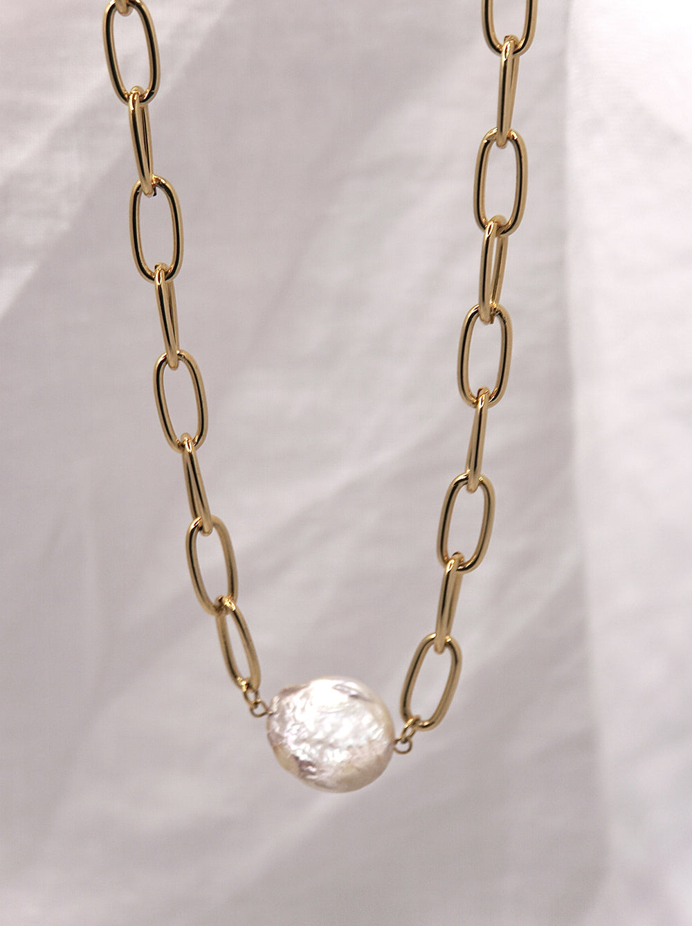 Gold and Pearl Pendant Necklace