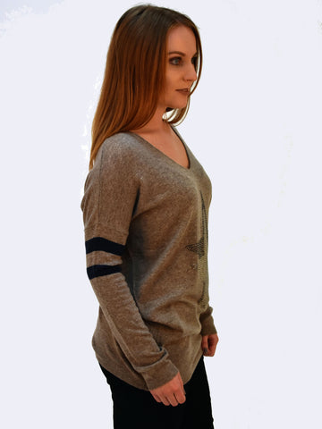 A side on of this V neck fawn jumper with a diamate star here on the side you can see the detailing on the sleeve with 2 bold stripes