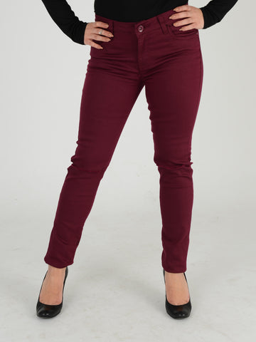 Close up of our Burgundy skinny jeans. Our Model is 5ft 3 and wears a UK size 8