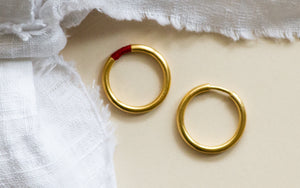 Contemporary Gold & Red Threads Ring