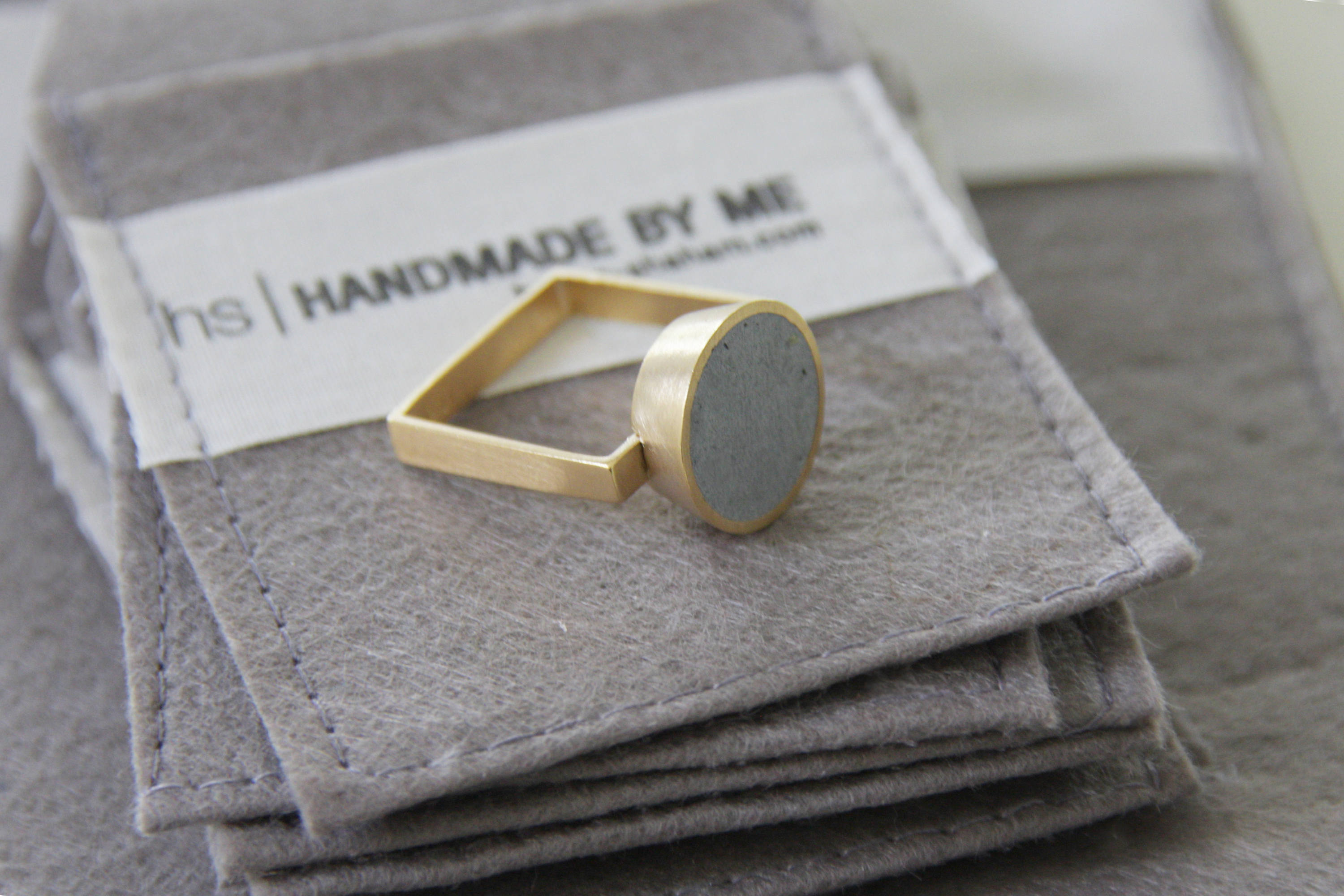 Big Concrete Gold Ring, Gold Circle Ring, Concrete Jewelry, Square Gold Band - hs