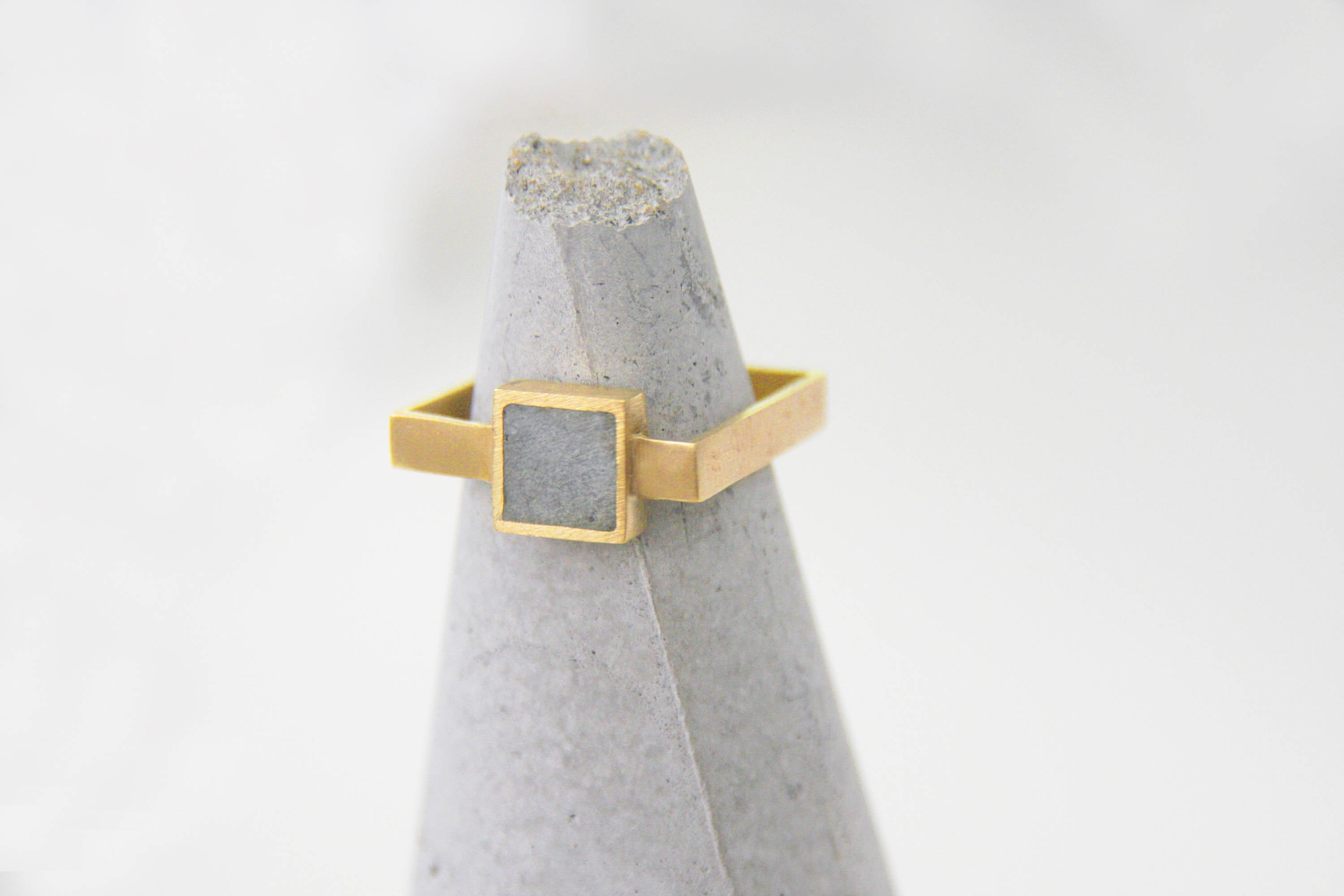 Geometric Concrete Ring, Gold concrete square Ring, Gray Ring, Delicate concrete Ring, modern ring, Minimalist concrete Ring, Frame ring - hs