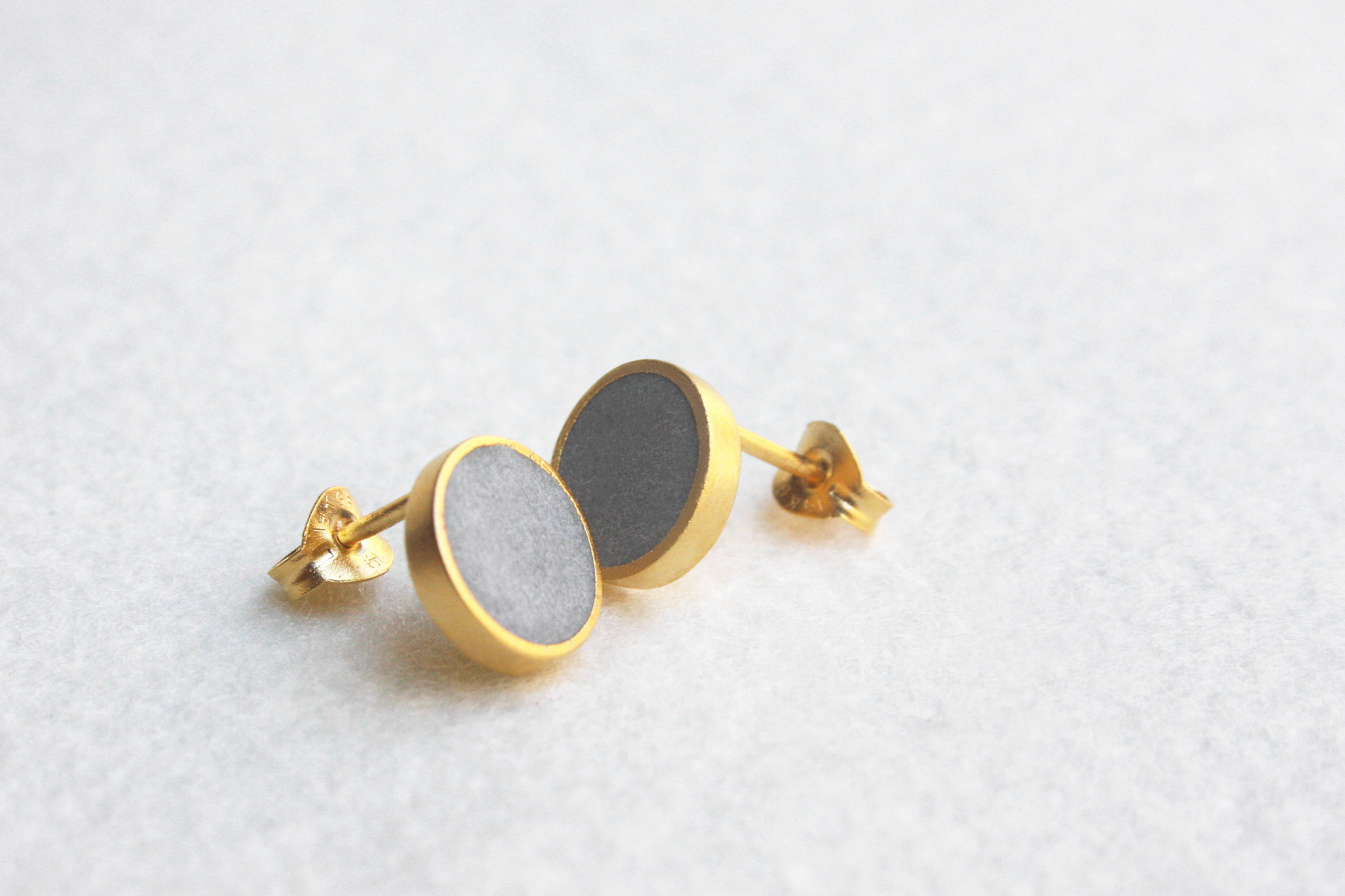 Geometric Concrete round stud earrings - hs