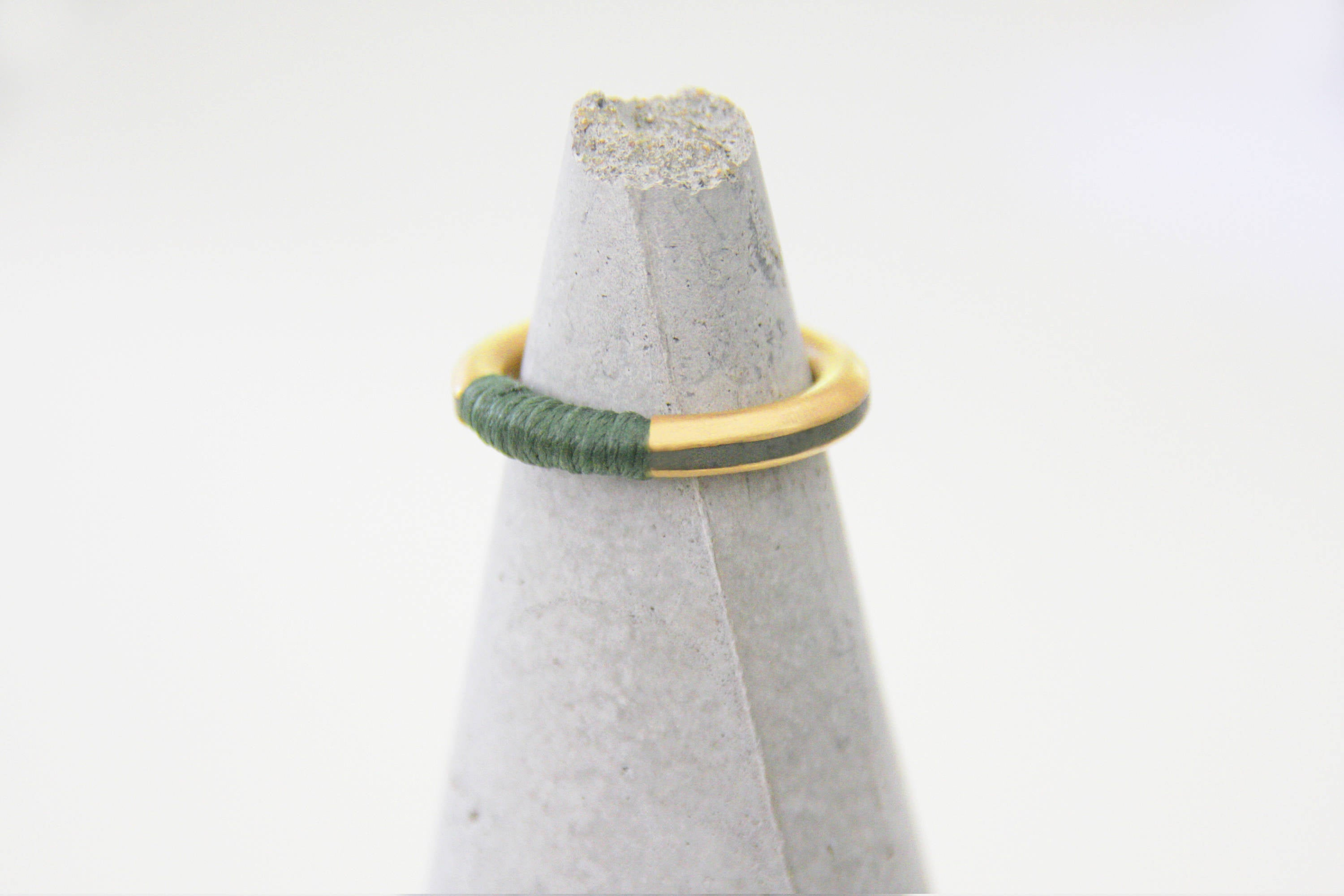 Gold concrete band, Minimalist brass ring, Plated gold and concrete ring, Contemporary ring, modern ring, stacking ring, threads unique ring - hs