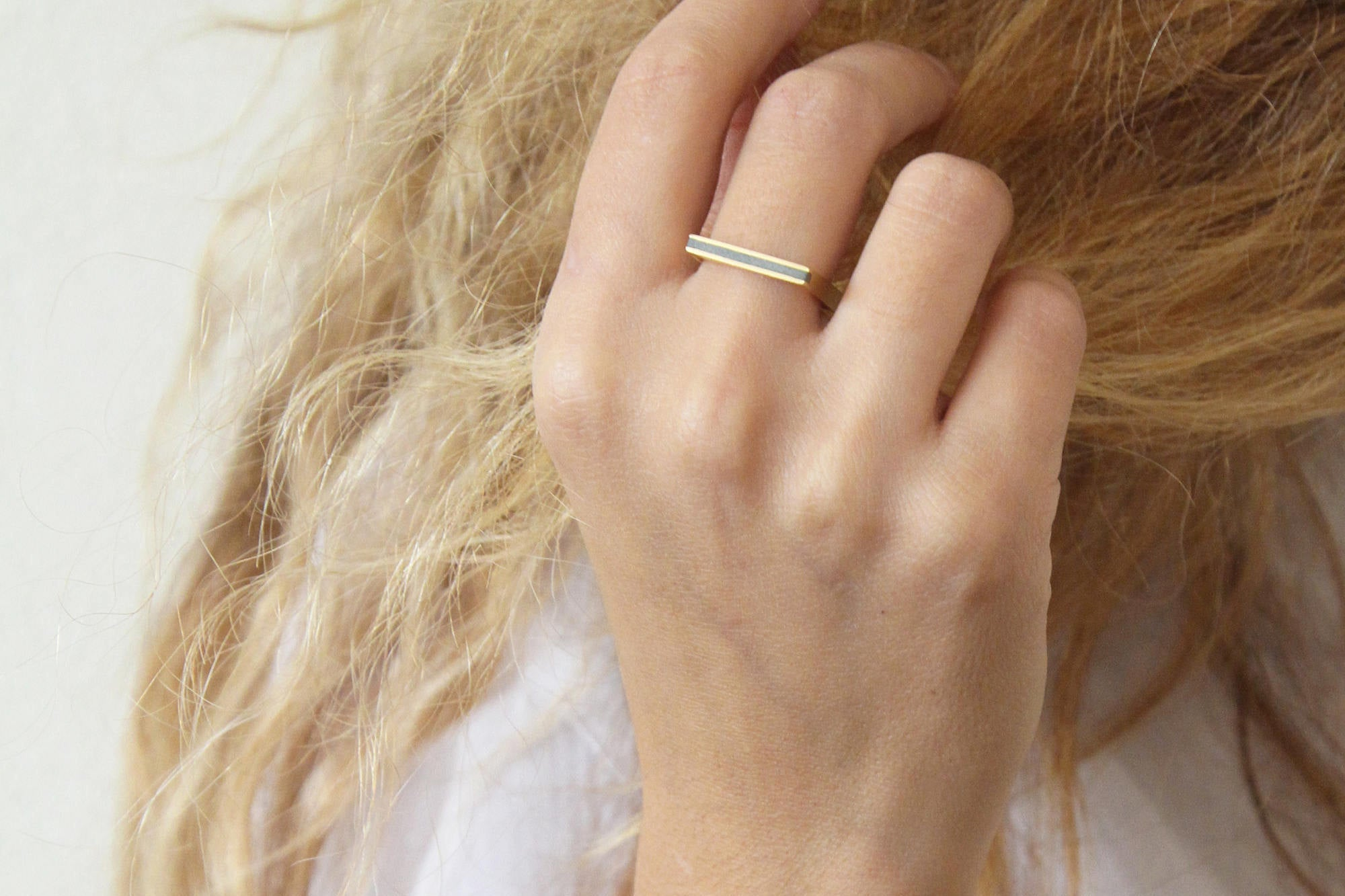 Square Gold Modern Ring With Delicate Concrete Line - hs