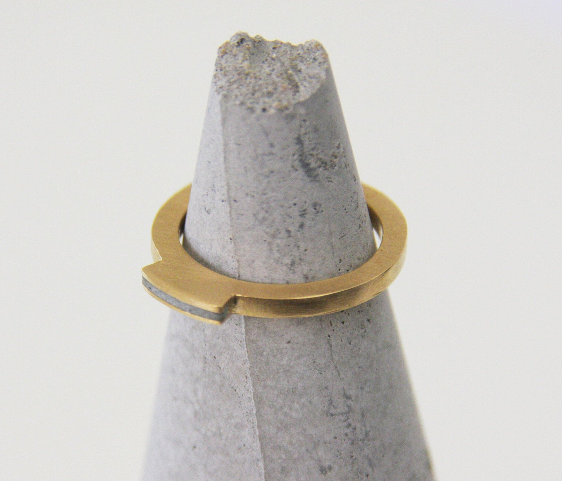 Gold And Concrete Modern Band, 2 mm Gold Ring, Flat Top Concrete Ring - hs