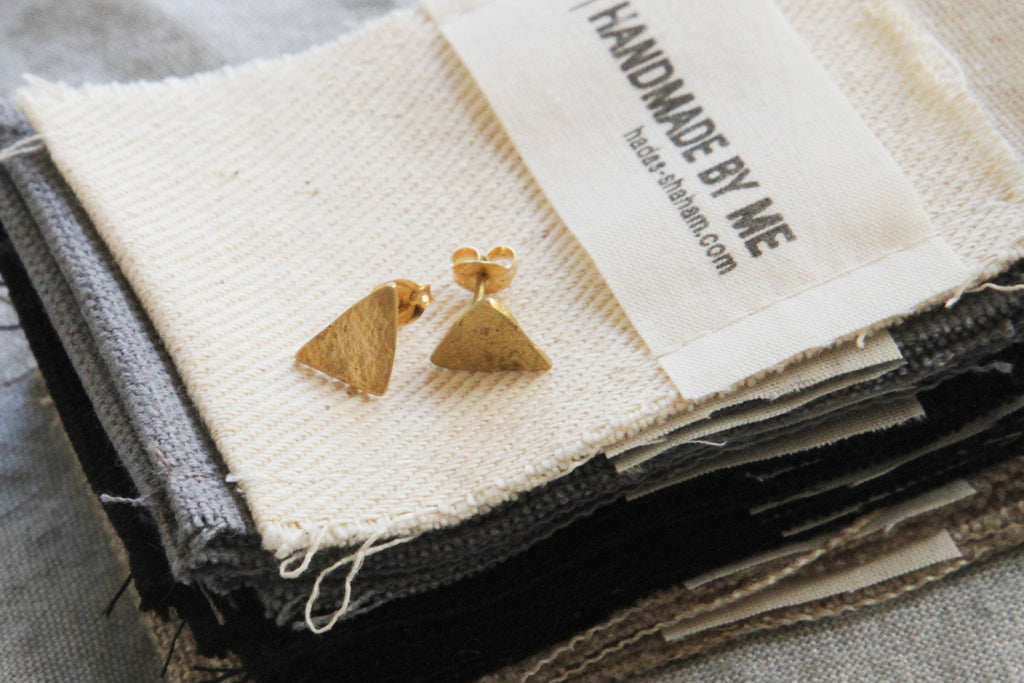 Organic Texture Triangle studs - hs