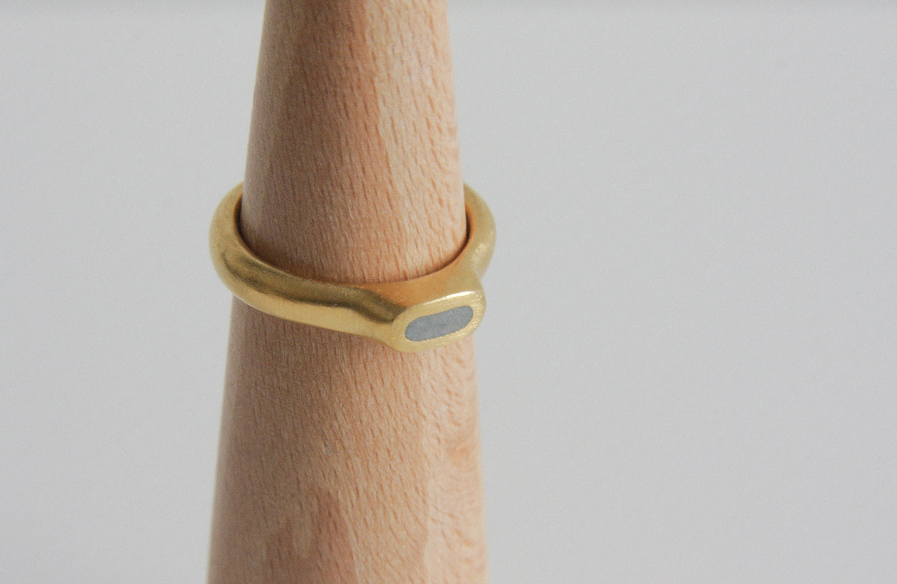 Handmade Modern Gold concrete oval Ring / Top Concrete Ring / Delicate gold Ring / modern Concrete Ring / Minimalist Band - hs