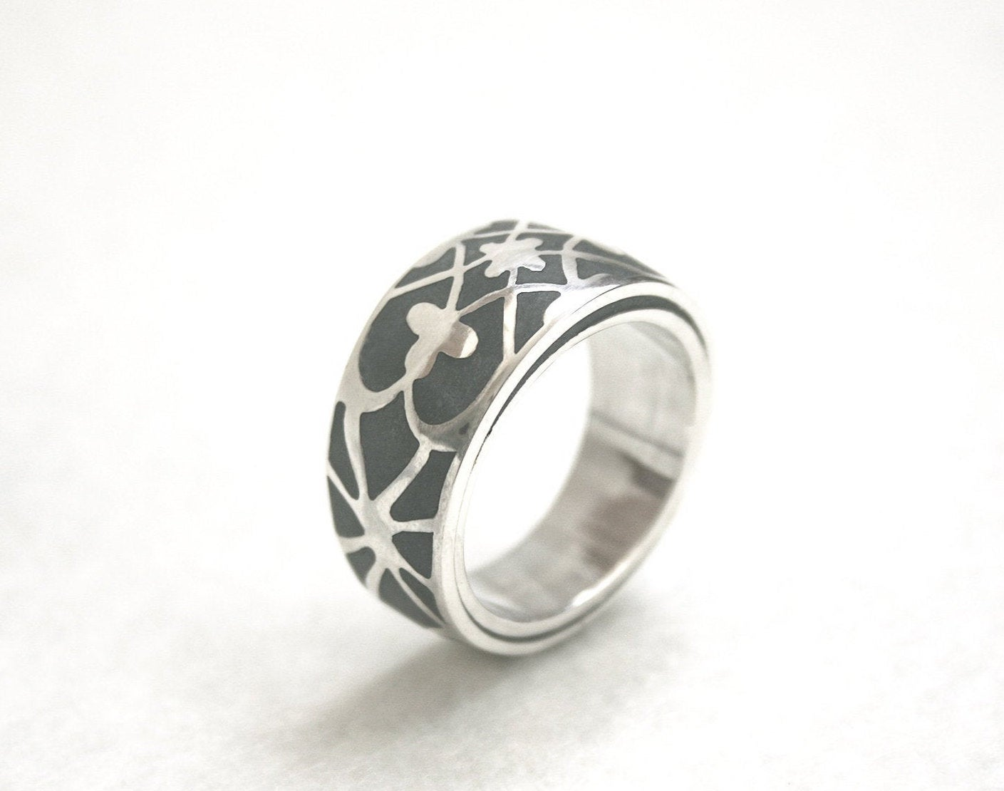 Silver And Concrete Ethnic Ornament Pattern Bold Ring - hs