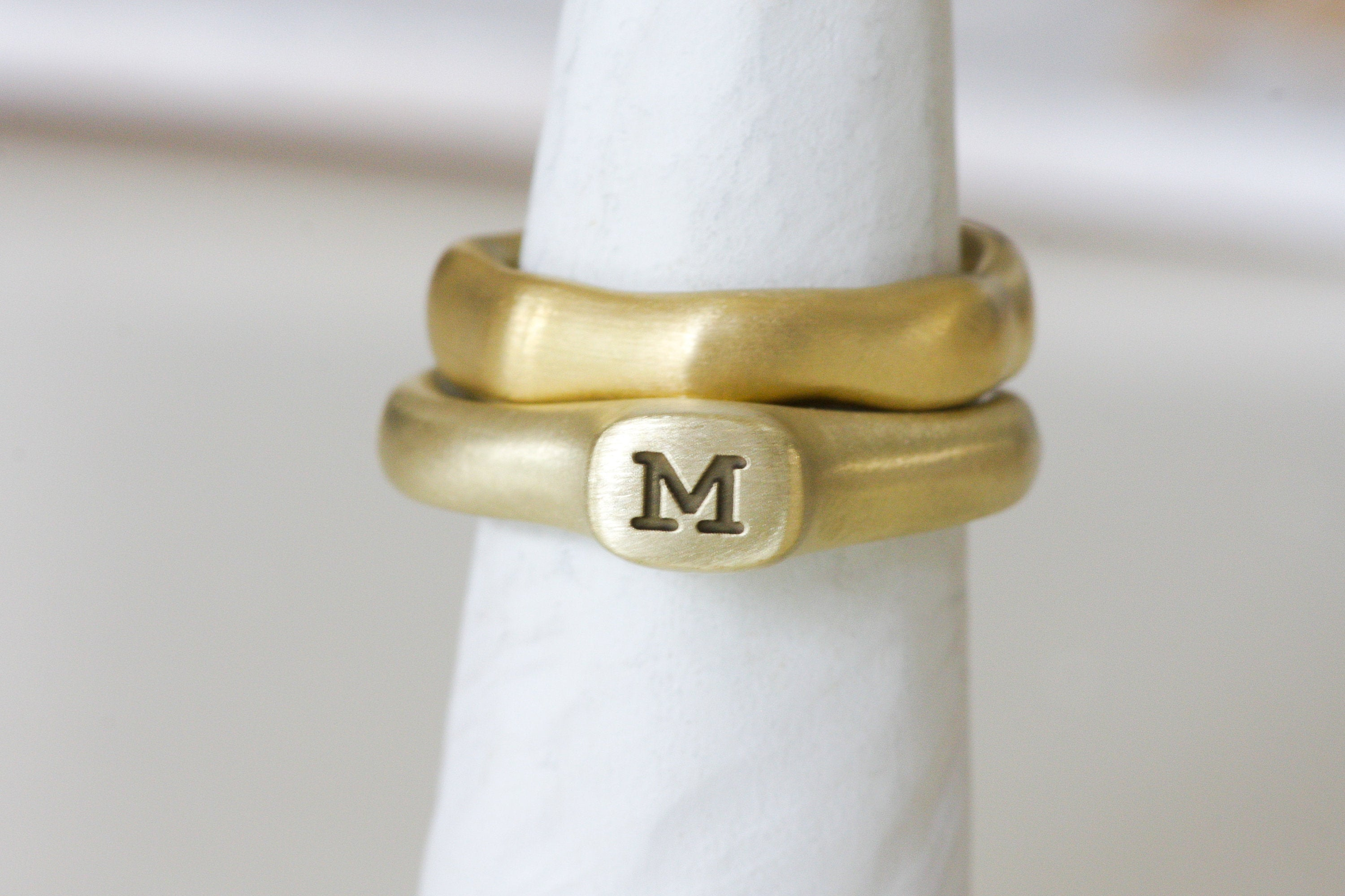 Personalized Signet Gold Ring / Initial Gold Ring / Custom Letter Ring / Engraved Ring / Personalize Jewelry - hs