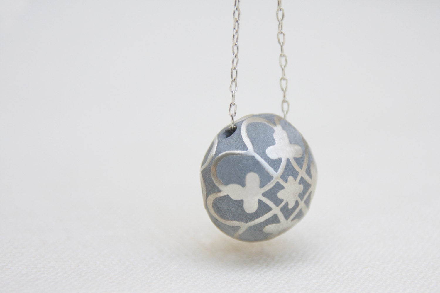 Ethnic silver & Concrete Ball Necklace - hs