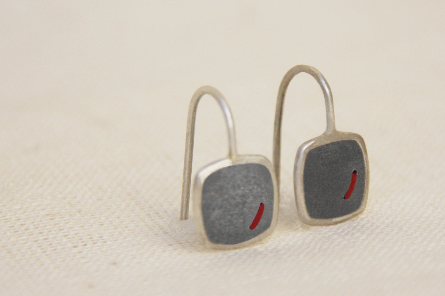 Concrete & silver dangle square earrings with red thread - hs