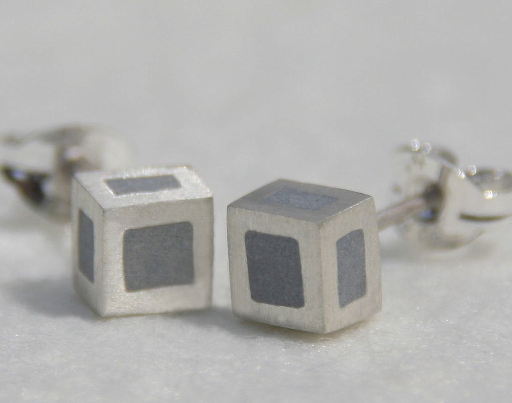 Minimalist geometric silver cube earrings - hs