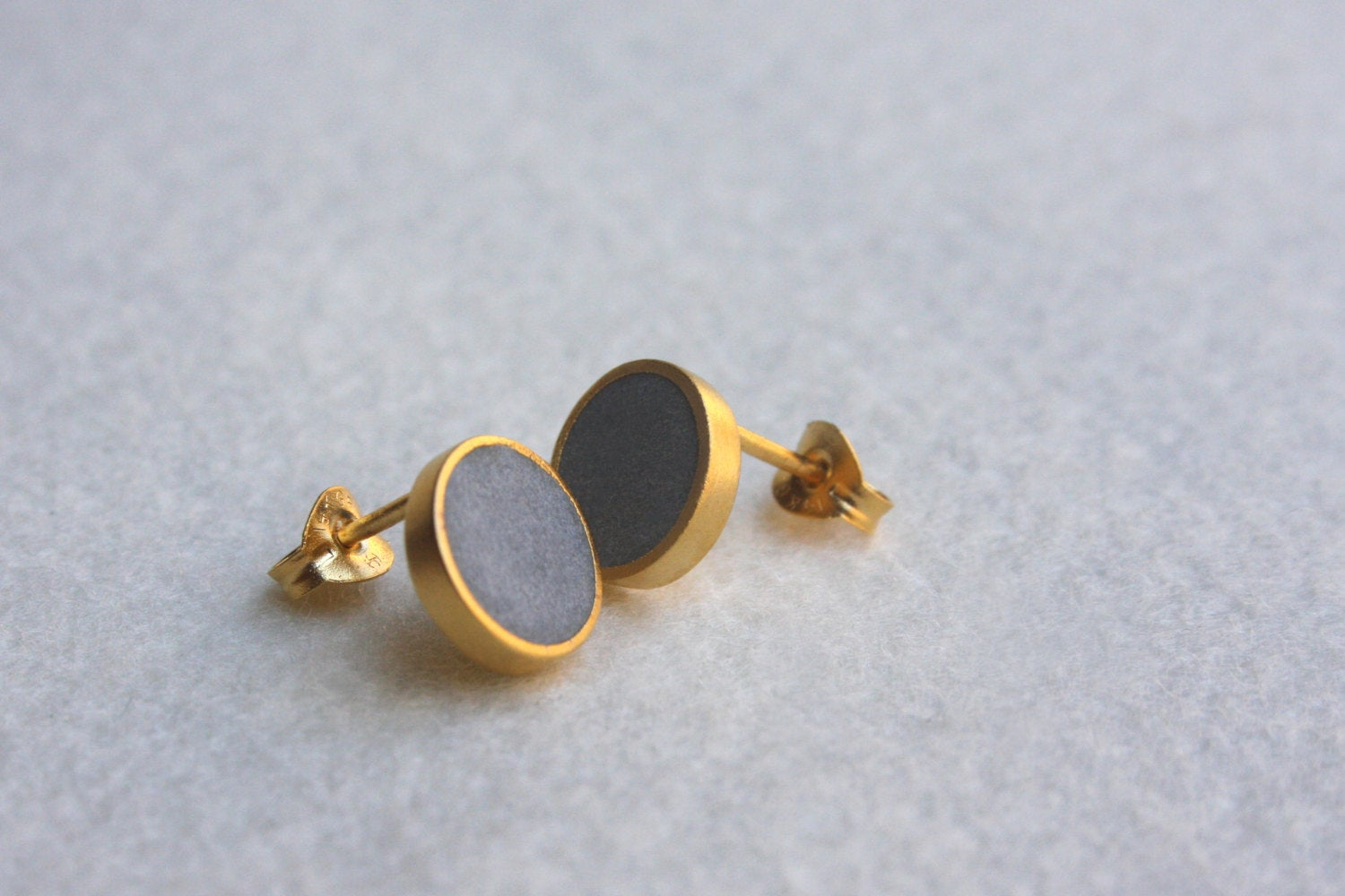 Classic round stud earrings - hs