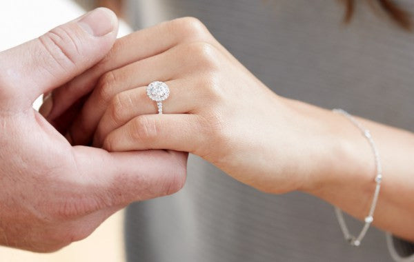 How to Pick an Engagement Ring for Her