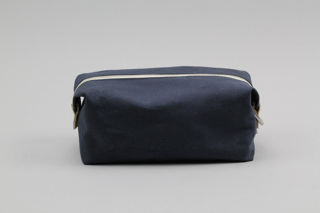Navy Jack Dopp Kit ---