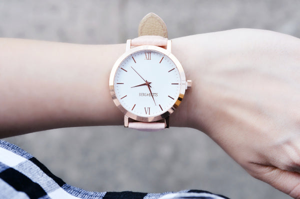 The Round Watch - ROSE GOLD AND BLUSH