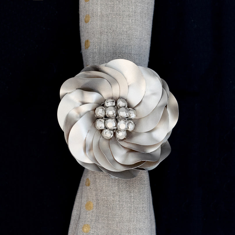 Ombre Flower Napkin Ring - Platinum