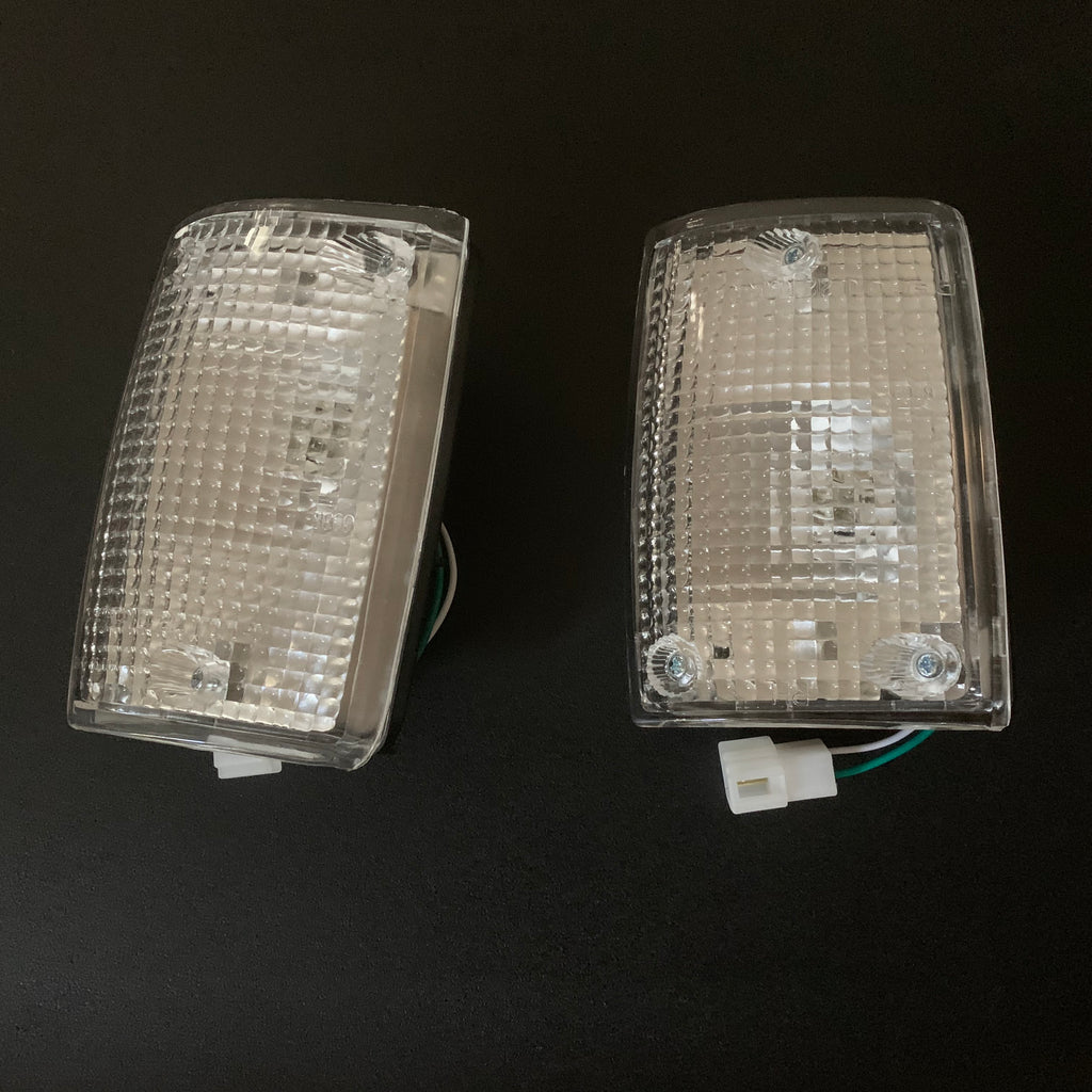 Front Corner Clearance Lamps for Land Cruiser FJ62 - LH and RH