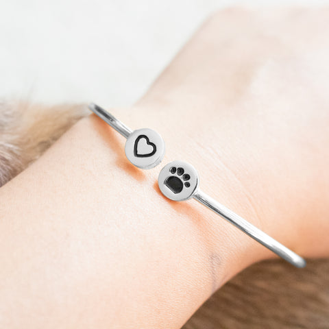 Pet bracelet. Cat bracelet. Dog bracelet. Paw bracelet. cheap pet bangle. www.hazetrend.com. paw gift bangle bracelet. cheap cat bangle. where to buy pet lover bangle and bracelet