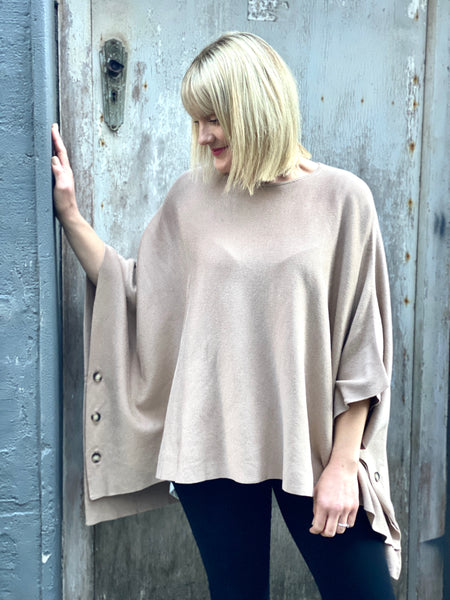 Mary-Kate Poncho Beige