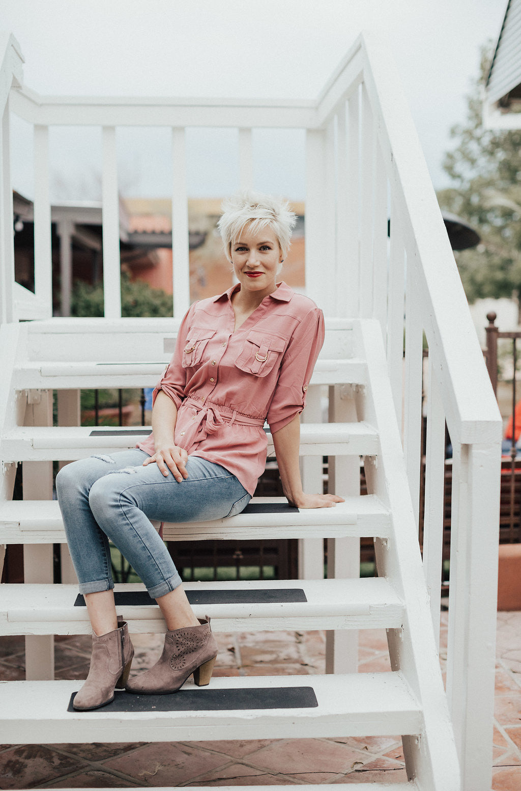 Blush fitted waist button up