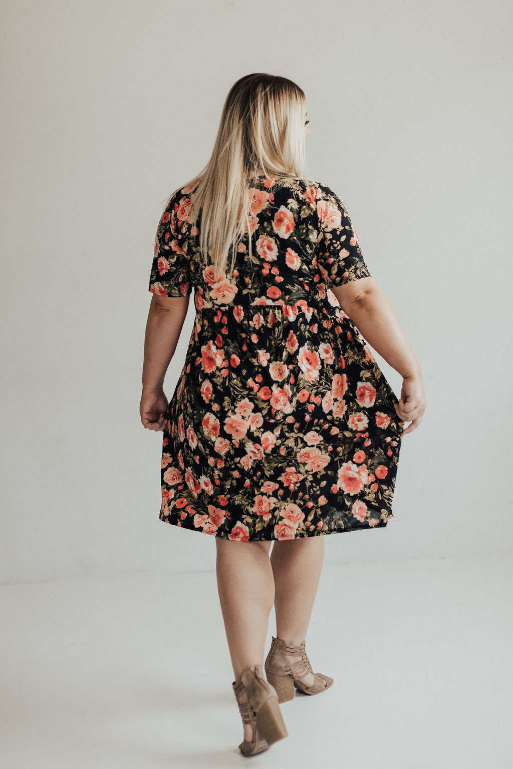 Floral midi dress - Black floral print (Curvy)